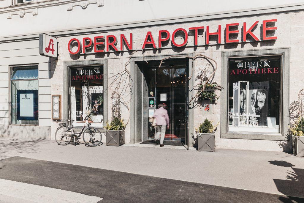 Opern Apotheke Das Unternehmen